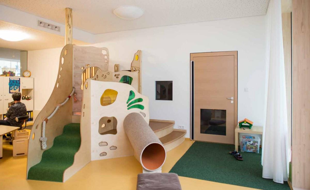kinder spielen im wohlf hlklima klimaschutz ist unser handwerk. Black Bedroom Furniture Sets. Home Design Ideas